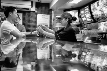 Customer Service photo by Konrad Lembcke